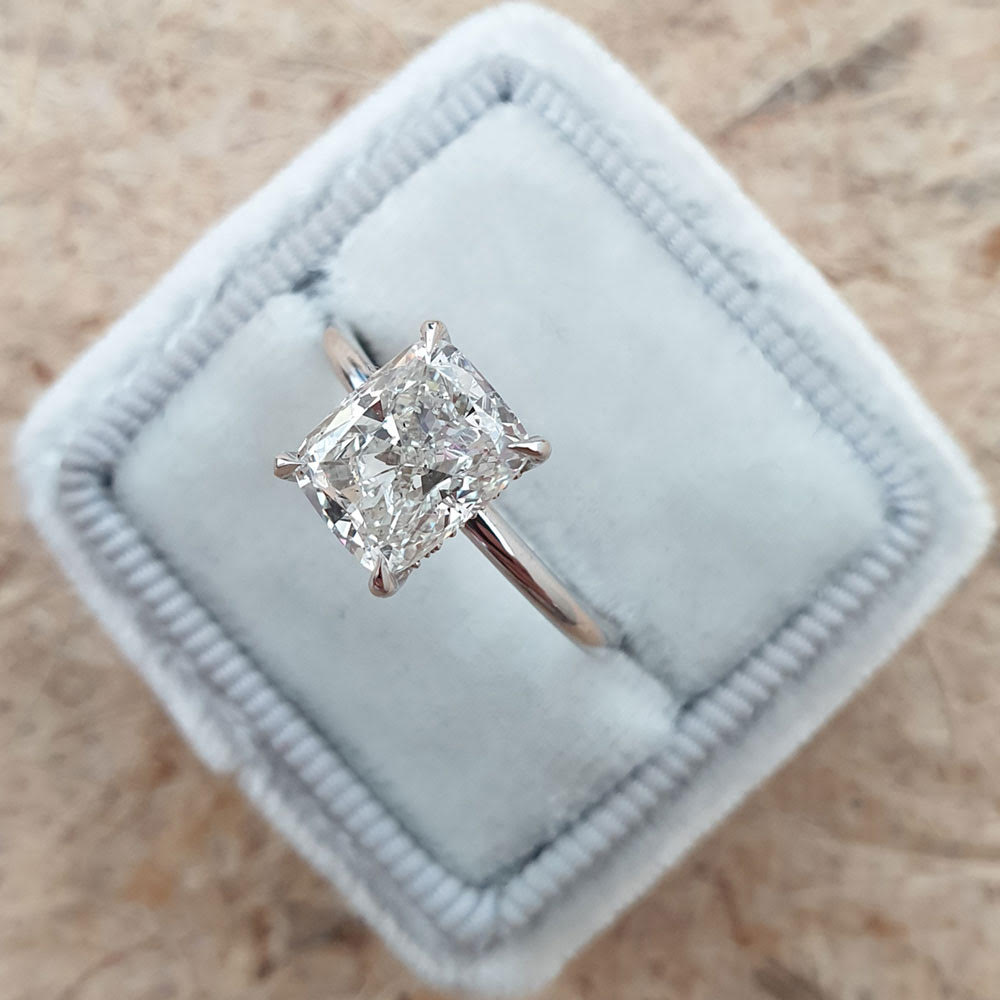 2 carat cushion cut diamond ring